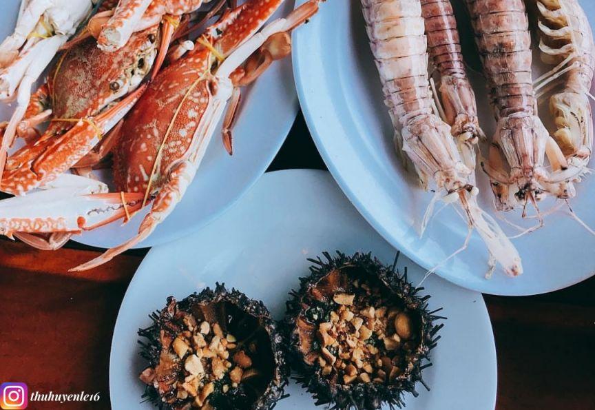ăn hải sản ở làng chài hàm ninh