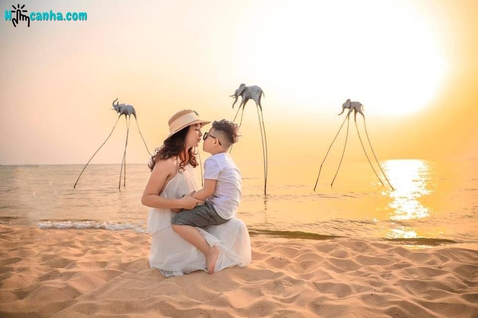 chụp hình tại Sunset Sanato Beach Club Phú Quốc
