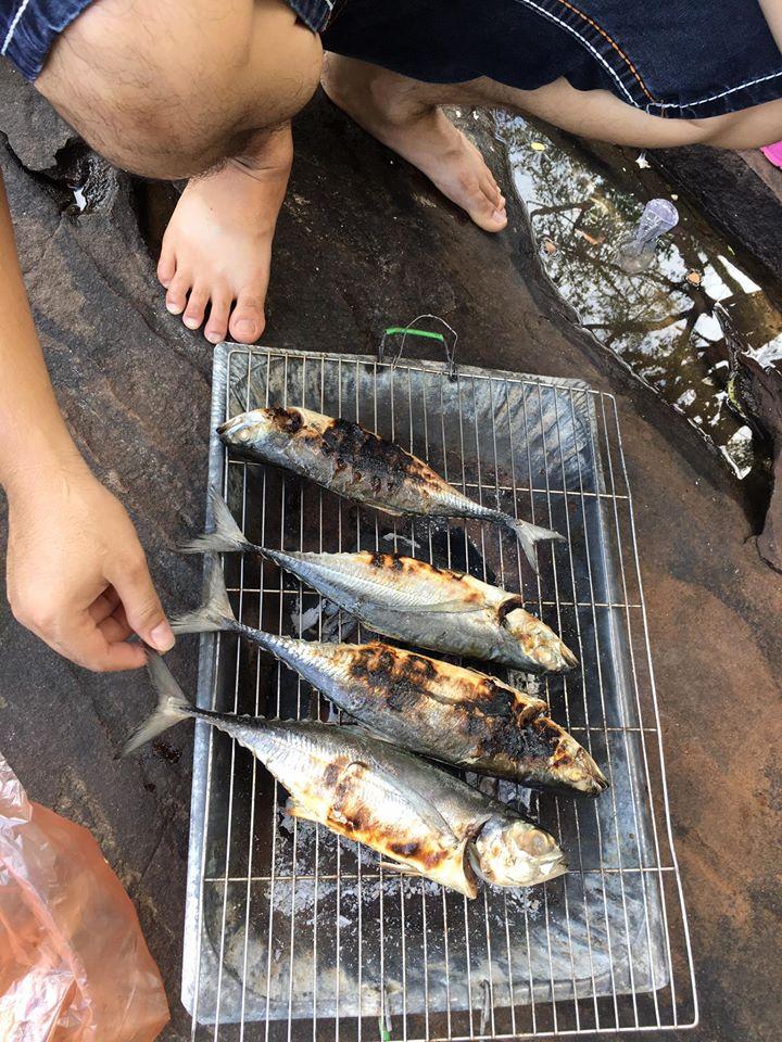 nướng cá ở suối đá bàn phú quốc